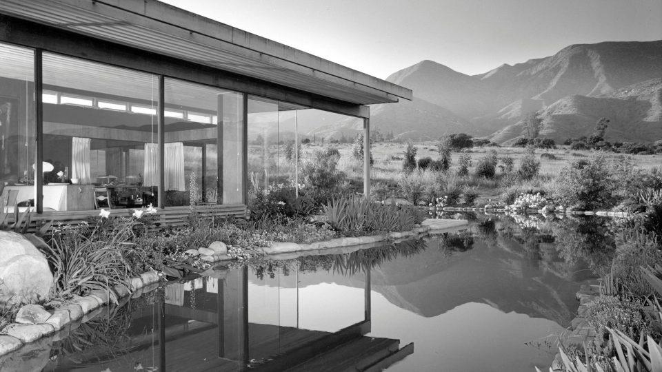Moore House, Ojai California by Julius Shulman